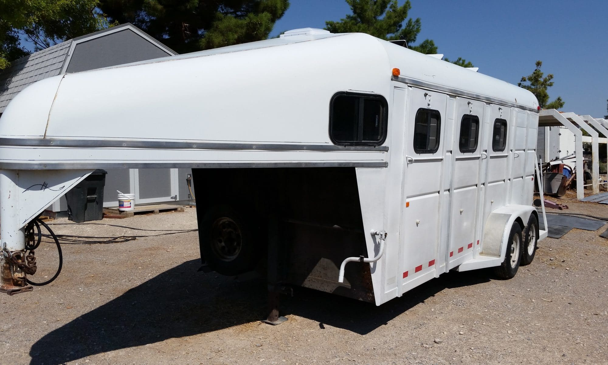 3-horse-trailer